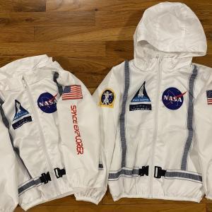 羽織るだけで宇宙飛行士気分!H&MとNASAコラボの子供用ウィンドブレーカー