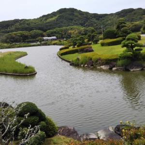 南楽園、日本庭園を散策して心を緩める。