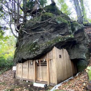 三石神社 (みついしじんじゃ) 縁結びの岩が御神体 二の岩がない