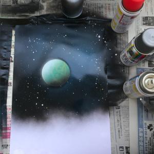 缶スプレーで描く《スプレーアート》