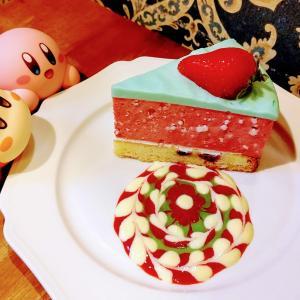 連日満員、レトロかわいい内装と芸術的なケーキが大人気!【太陽の塔greenwest】〈大阪・中崎町〉