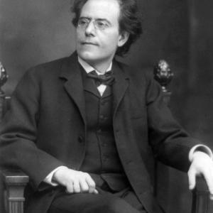 マーラー交響曲第一番三楽章🌷 コントラバスが奏でる🎻 悲しげなグーチョキパーで何作ろう✊✌️✋(^◇^;)
