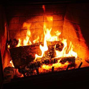 暖炉 Fireplace 火にあたる場所