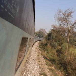 アーグラーからバラナシへ長距離列車で移動【方法】