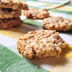 材料4つで超簡単!『アーモンドとオートミールの卵白クッキー』【卵白でカロリーオフスイーツ③】