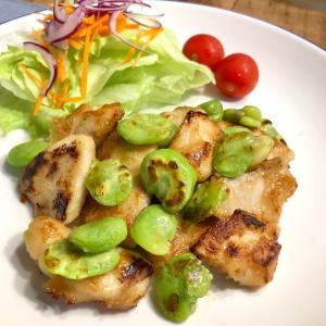 鶏むね肉とそら豆のオイスターマヨ炒め♬ そら豆は冷凍だけどね。