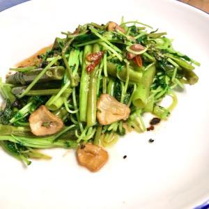 日本一ふつうで美味しい「植野食堂」の空心菜のにんにく炒め