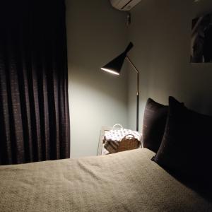 寝室のフロアランプが届きました