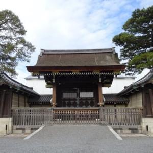 京都御所を英語で説明|天皇の昔の住まいと御所を囲む京都御苑を紹介