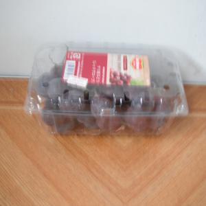チリ産の葡萄(レッドグローブ)が1パック321.84円(税抜き298円)だったので買ってみました。