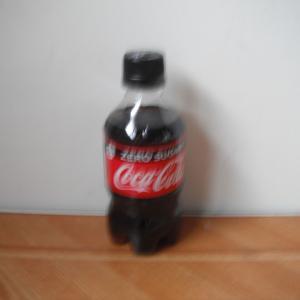 夏はコーラの季節かな。41.04円(税抜き38円)のコーラを見るともう自販機で買えない!