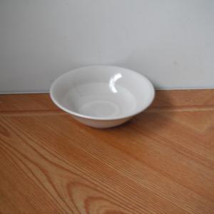 小鉢が欲しくなったので74.8円(税抜き68円)で買いました。