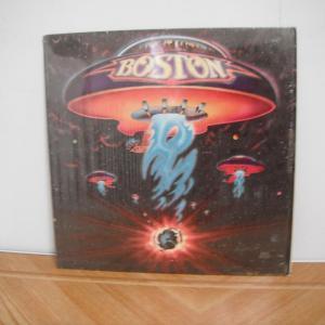 「宇宙の彼方へ」が大ヒット。BOSTONのファーストアルバム。