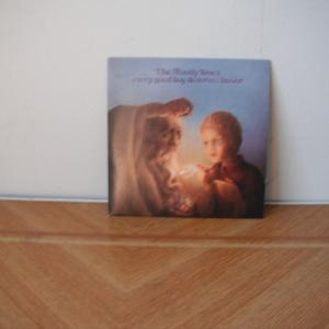 Moody Bluesの7枚目、童夢は英国で連続1位だよ。