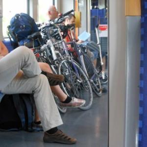 【社労士開業事始】最近通勤車内で気になる3つのこと