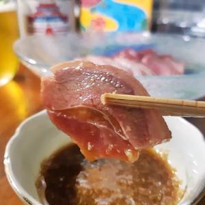 山羊(ヒージャー)テイクアウト!浦添市当山にある『黄色い船』家飲み用で買った山羊(ヒージャー)さしみをおいしくいただく