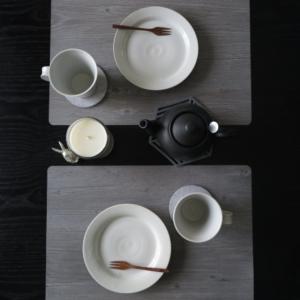 白磁のプレートとマグカップで♪