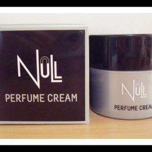 強過ぎず、自然な香り+液体香水と比べて3倍の持続性がある香水クリーム NULL(ヌル)パヒュームクリーム