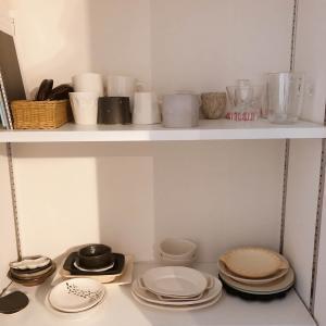 ごちゃつきが気になる食器棚を整理しました。