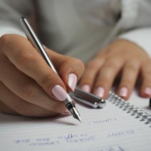 英語の文法の勉強は参考書を何冊もやった方が継続性と理解度が上がるのでは?