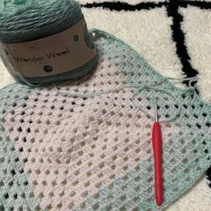 ワンダーウールでブランケットを編んでいます