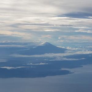 飛行機で上空から富士山が!|富士山が見える座席は左右どっち?