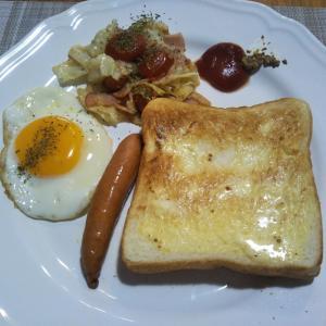 焼売とさつま揚げの夕飯 トーストの朝食