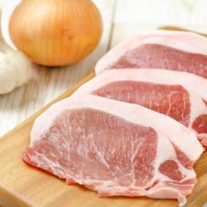 生の豚肉には細菌 ・寄生虫がいる可能性も。レンジ調理の生焼けにはご注意を