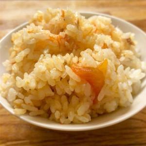 丸ごとトマトとサーモンの炊き込みご飯はいかがでしょうか【家ご飯】。