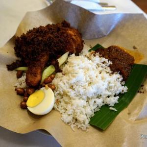 鶏肉がサクッと,カリッと美味しい!Malaysia定番料理Nasi Lemak,Village Park Restaurant@PJ【Malaysia 美食】