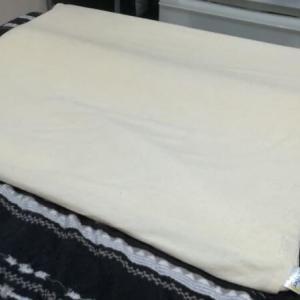 【評判口コミ】トゥルースリーパーの枕「セブンスピロー」で寝ている感想。背中の痛みが軽減!