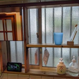 キッチンの窓枠にワイバイフォーで収納を作りました【不器用DIY】