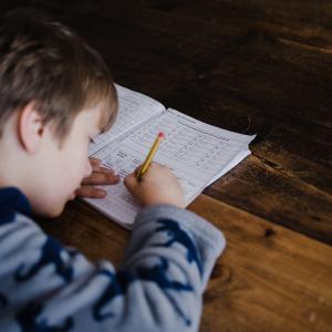 小2長女、冬休みの家庭学習メニュー公開。