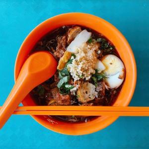 食べ物の冒険家:Seah Im Food Center(シンガポールNo.1のLor Mee⁉️)