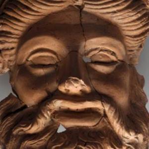 ペルシア帝国の都市ダスキュレイオンの遺跡からディオニューソスと思われるマスクが出土される