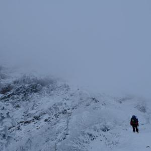 冬の赤岳を目指して
