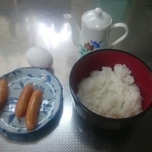 簡単料理『ウインナー目玉焼き丼』