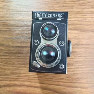 カルディにてレフレックスカメラ缶チョコ