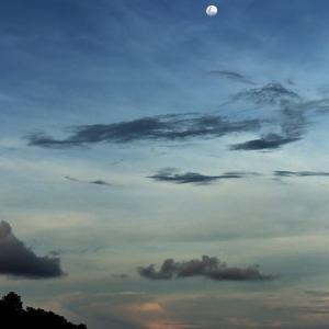ティオマン島から望む月、マレーシア 2018