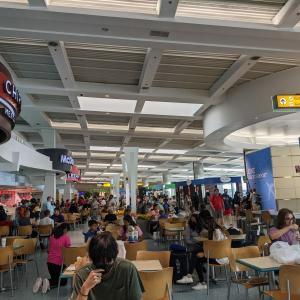 ここ最近のアメリカ、空港も機内も混み混み、マスク着用は義務化されたまま
