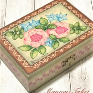 ステキなトレーとりぼん刺繍のりぼんとバラのボックス