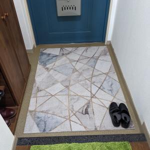 賃貸でも玄関床が1秒で明るくなる置くだけ床マット