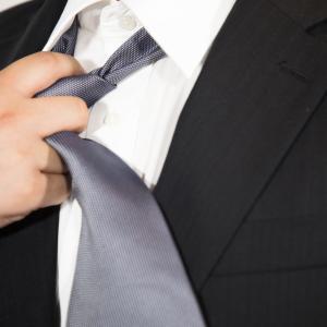 黒服のスーツスタイルとは?