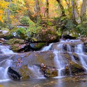 滝と紅葉のセットをiPhoneで撮ってみたよ。