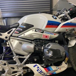 BMW R nineT Racer。サイドパネル装着。