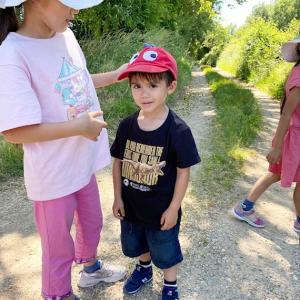 フランス7人子どもの、森のお散歩