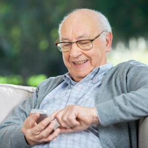 【2020 】高齢者の見守り無料アプリ7選!離れて暮らす家族の安否確認