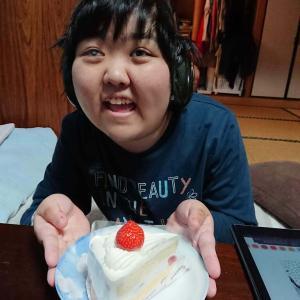 私はイチゴケーキが好きよ!