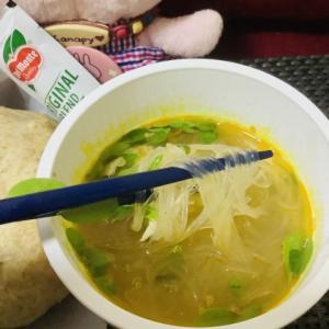 フィリピンのNISSIN(日清)カップヌードルのSotanghon(ソータンホン)を食べてみた😋