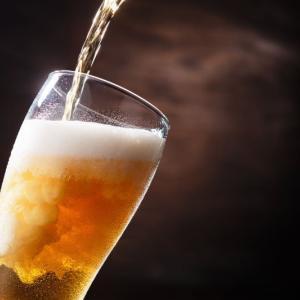 ラウンド⛳の昼にアルコール飲みますか?